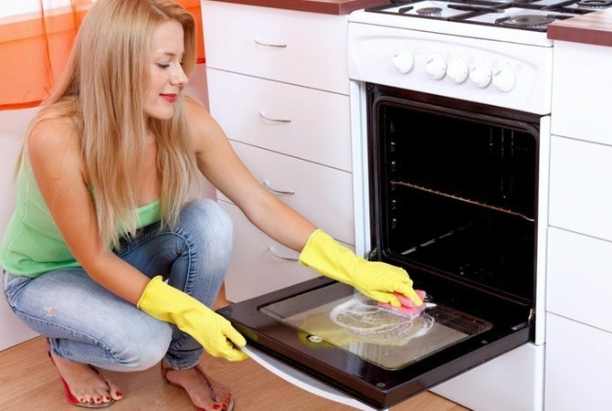 Three Basic Ways To Keep Your Oven Clean